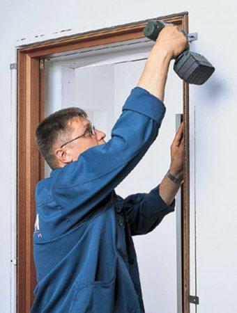 Профессиональная установка межкомнатных дверей и порталов в комнатах